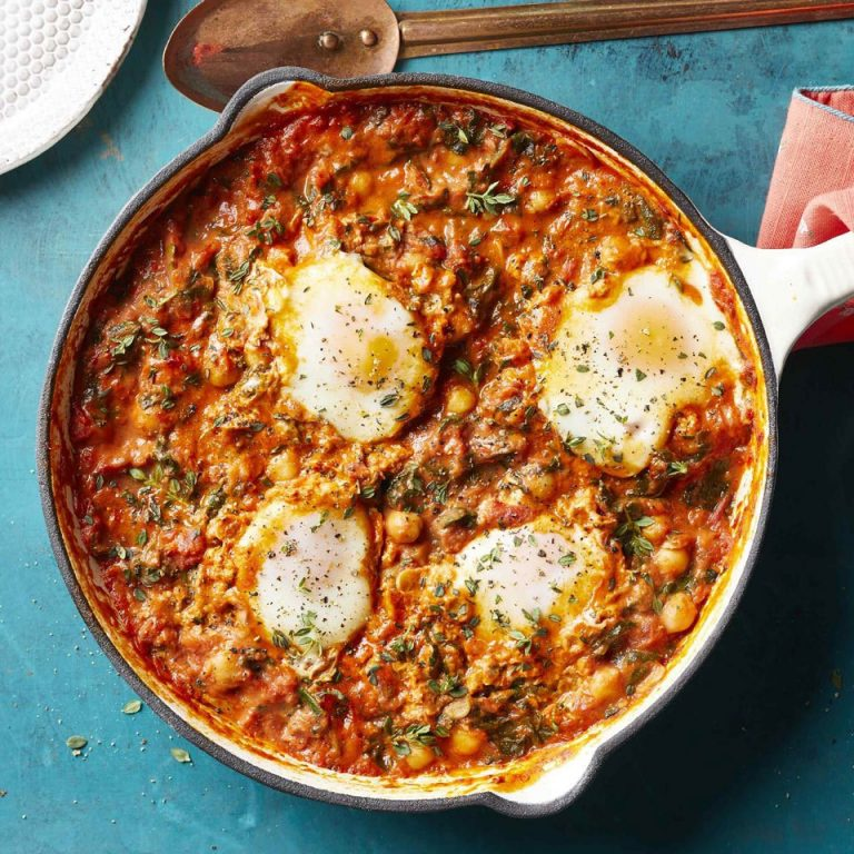 Tomato Sauce Eggs with Chickpeas and Spinach